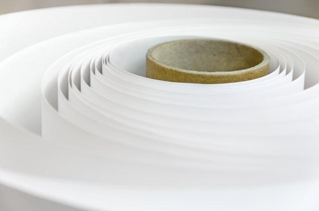 Plaatje van een papierrol: de basis van papieren stickers.